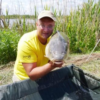 Карп весом 17.9 кг, пойманный на Марьевском водохранилище на 2 бойла СЛИВА>